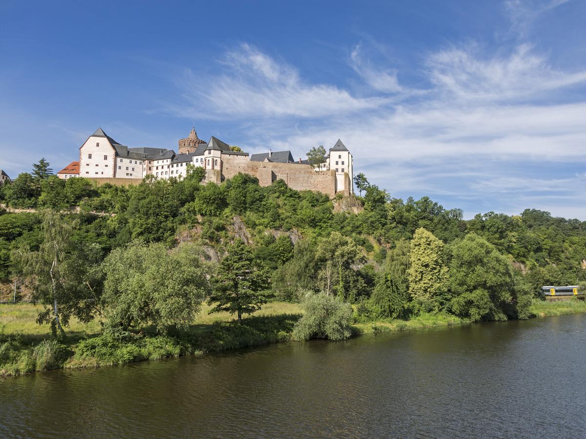 Hoch über der Freiberger Mulde erhebt sich die 1.000-jährige Burg Mildenstein in Leisnig.