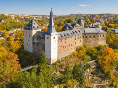 Bergfried und Vierecktürme der Burg Mylau