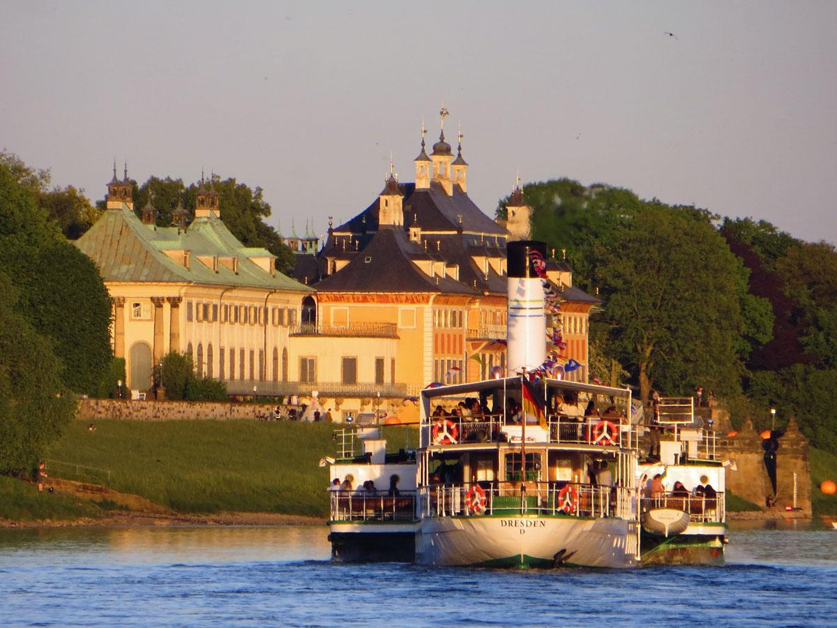Dresden Schloss Pillnitz Elbe Dampfer