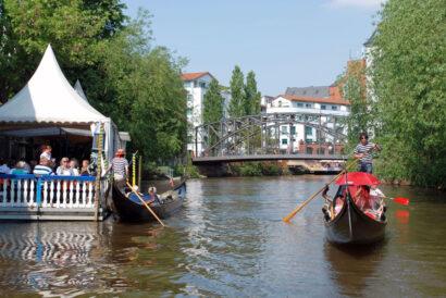 """Dank seiner vielen Wasserwege besitzt Leipzig den Beinamen """"Klein-Venedig"""", venezianische Gondeln inklusive."""