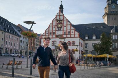 Plauens Wahrzeichen ist das Alte Rathaus mit seinem Renaissancegiebel von 1548.