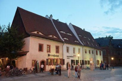 Aus der Mitte des 15. Jahrhunderts stammen die Priesterhäuser.