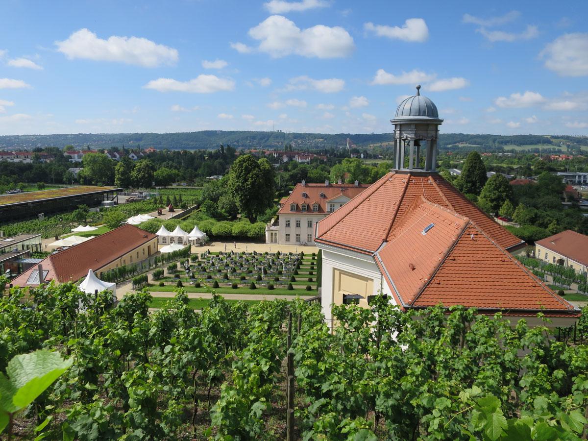 Schloss Wackerbarth Radebeul Weinwanderweg Sachsen