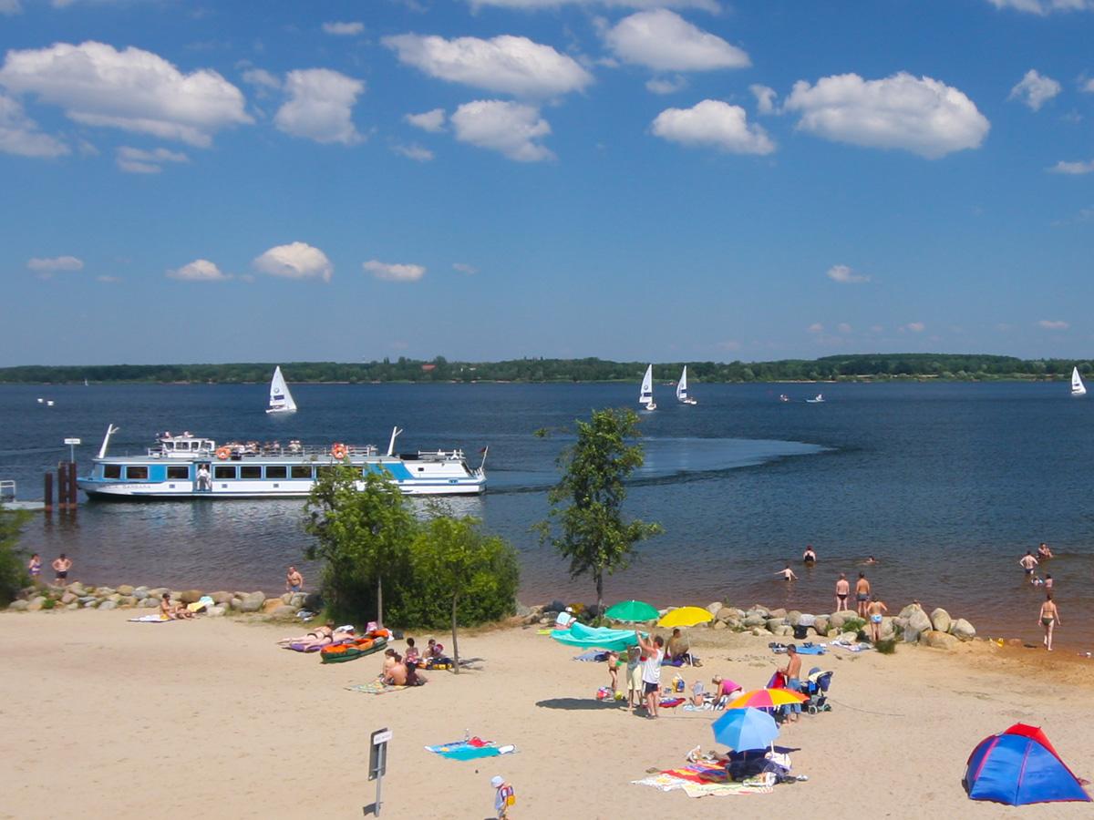 iele Familien zieht es an die Lausitzer Tagebauseen. Foto: Tourismusverband Lausitzer Seenland e. V.