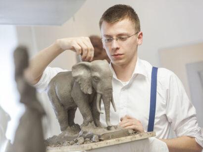 In der Schauwerkstatt und im Museum ist ein Blick hinter die Kulissen der Porzellan-Manufaktur möglich.